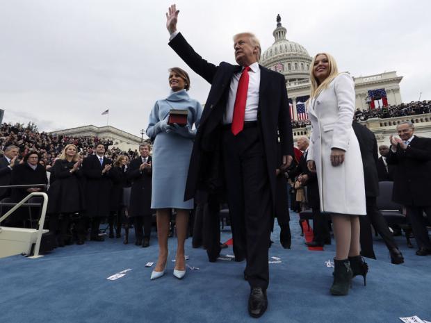 donald-trump-waving-after-taking-inaugural-oath-1-20-17